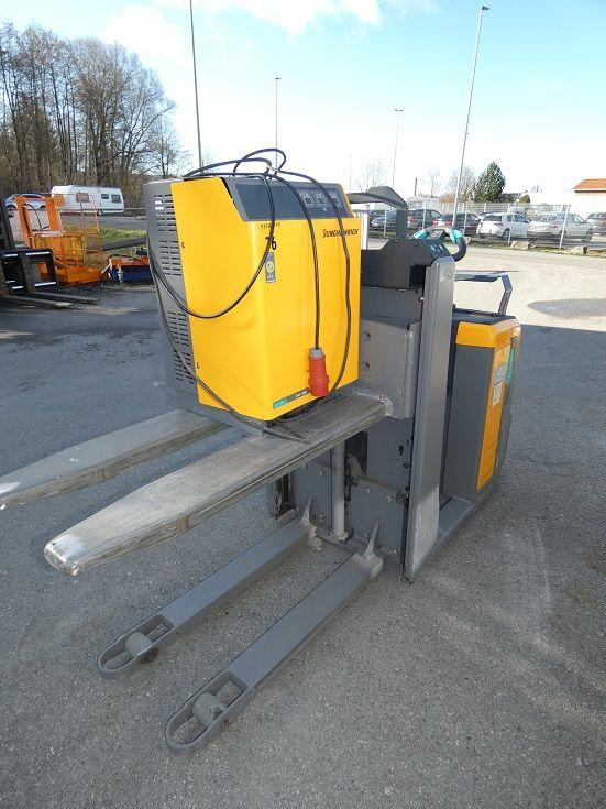 Jungheinrich-ECE 310 -Fahrerstandstapler-www.fischer-gabelstapler.de