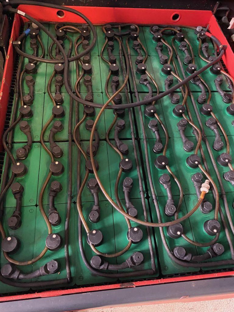 Linde-E 25 L-01 Triplex Kabine STVO-Elektro 4 Rad-Stapler-www.fleischmann-foerdertechnik.de