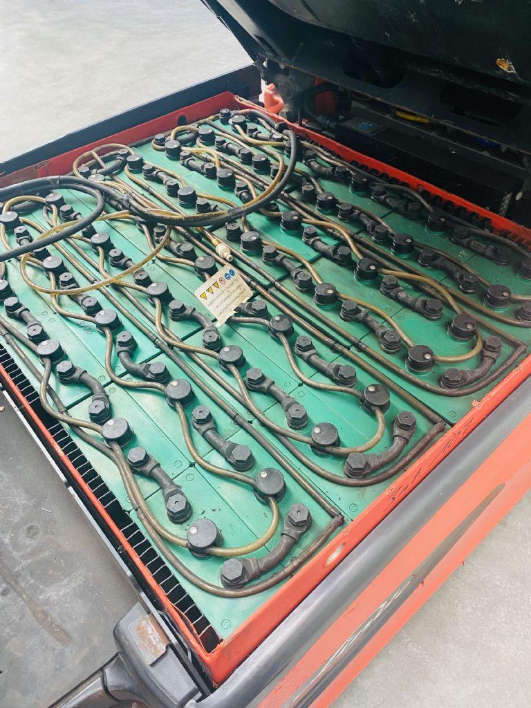 Linde-E 25 L-01 Triplex -Elektro 4 Rad-Stapler-www.fleischmann-foerdertechnik.de