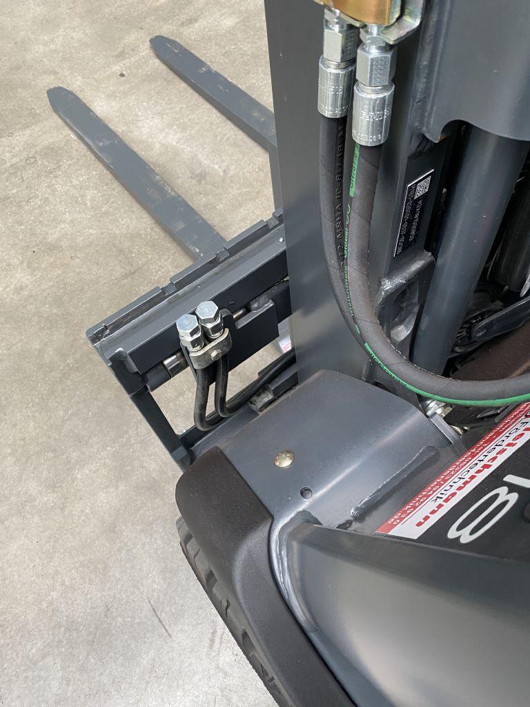 Linde-E 18-01 Triplex -Elektro 3 Rad-Stapler-www.fleischmann-foerdertechnik.de