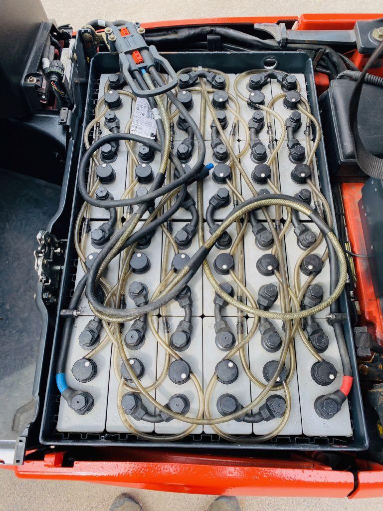 Linde-E 16 C-01 Triplex STVO Batterie Bj.15-Elektro 3 Rad-Stapler-www.fleischmann-foerdertechnik.de