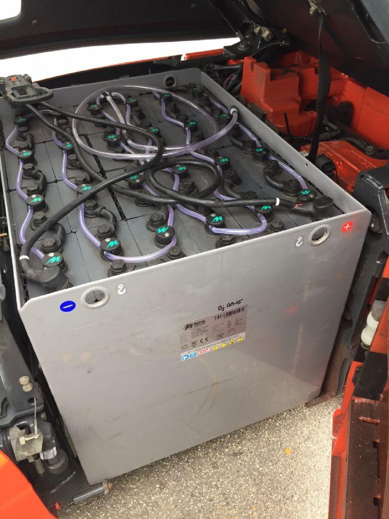 Linde-E 16 P-01 Triplex Batterie Bj.2015-Elektro 4 Rad-Stapler-www.fleischmann-foerdertechnik.de