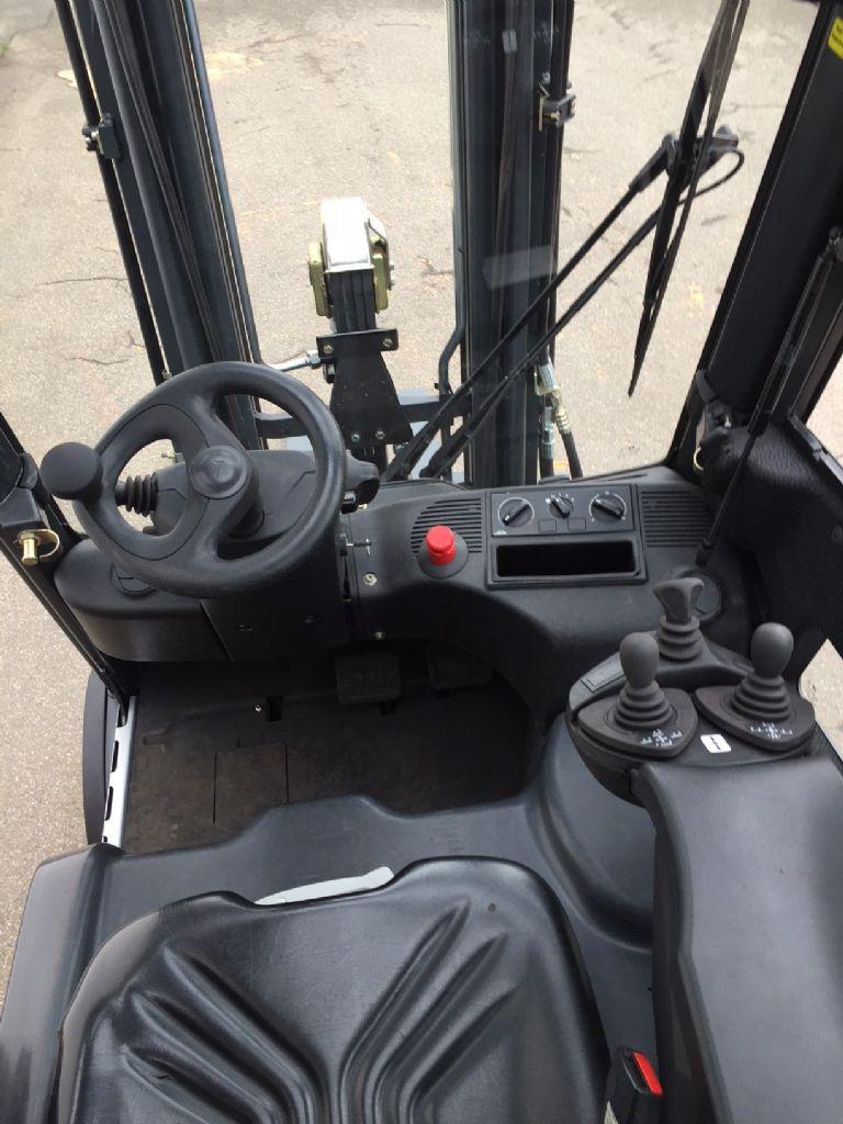 Linde-E 20 L Triplex Kabine -Elektro 4 Rad-Stapler-www.fleischmann-foerdertechnik.de