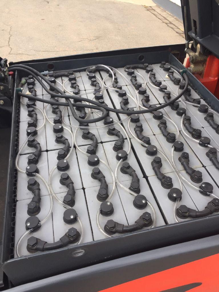 Linde-E 35 HL BR387 Batterie Bj.2016-Elektro 4 Rad-Stapler-www.fleischmann-foerdertechnik.de