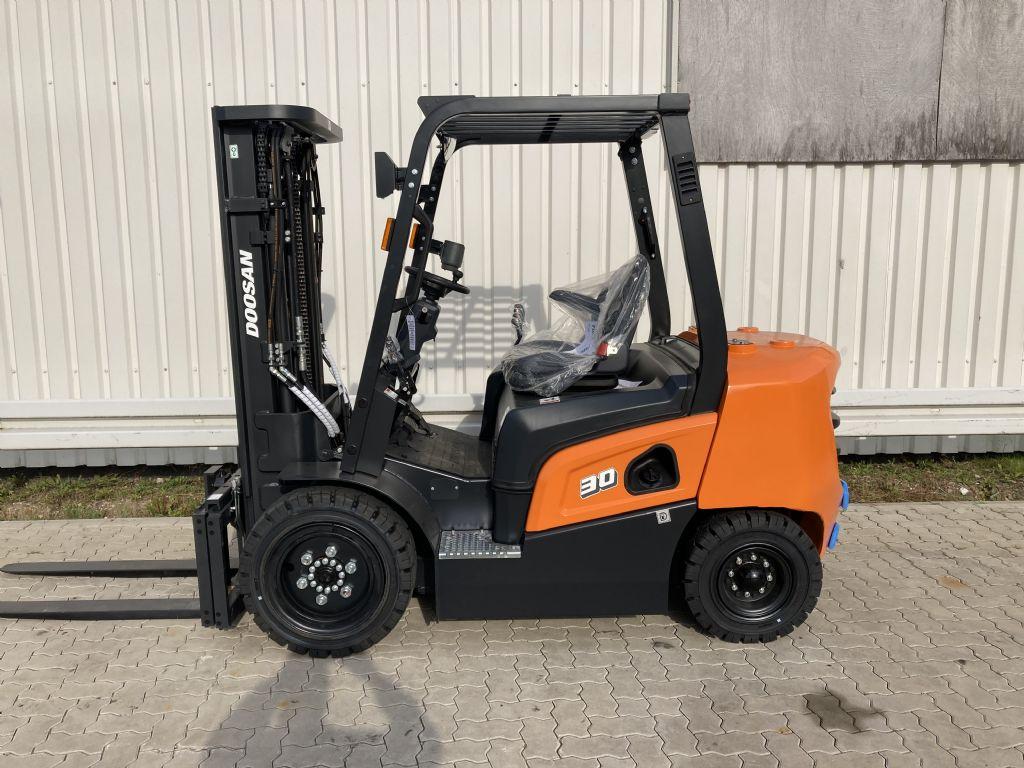 Doosan-D 30 NXP-Dieselstapler-www.forkliftcenter-bremen.de