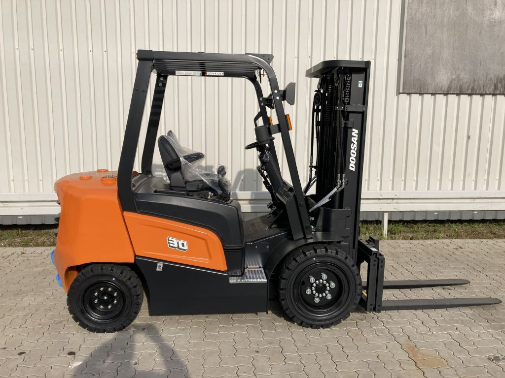 Doosan D 30 NXP Dieselstapler www.forkliftcenter-bremen.de