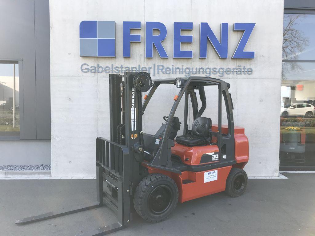 Nissan-DX30-Dieselstapler-www.frenz-gabelstapler.de