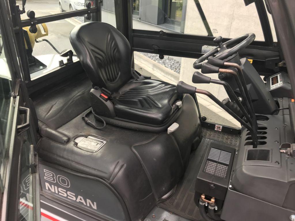 Nissan-DX30-Treibgasstapler-www.frenz-gabelstapler.de
