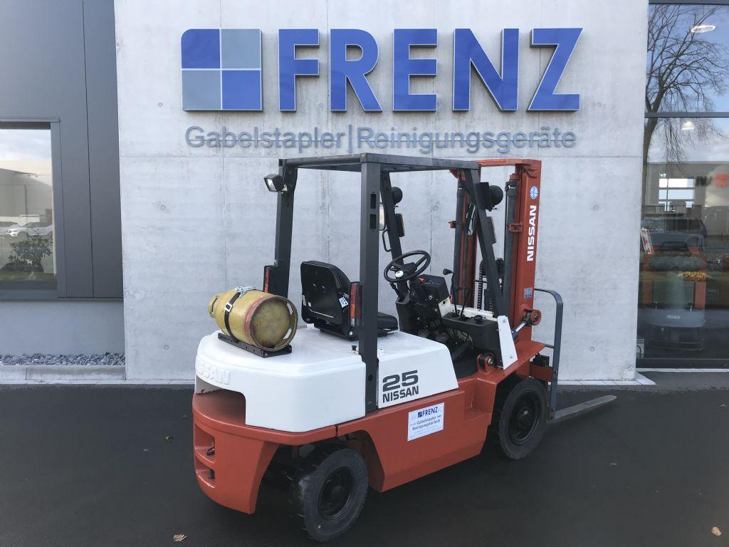 Nissan-JX250TL-Treibgasstapler-www.frenz-gabelstapler.de