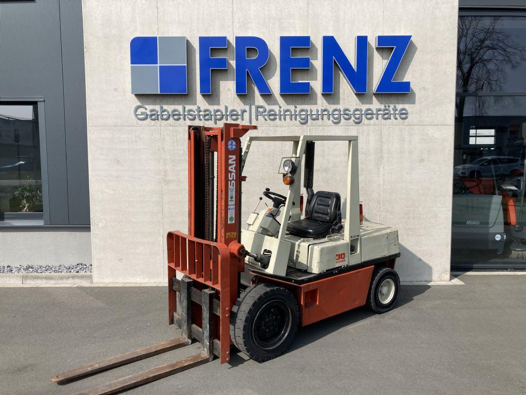 Nissan-FX300DL-Dieselstapler-www.frenz-gabelstapler.de