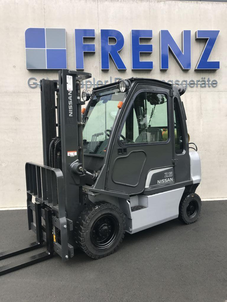 Nissan-U1D2A25LQ-Treibgasstapler-www.frenz-gabelstapler.de
