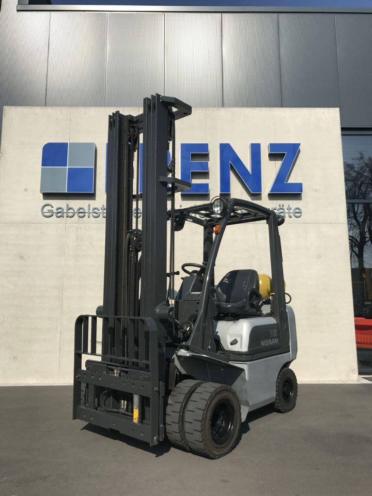 Nissan-P1D1A18LQ-Treibgasstapler-www.frenz-gabelstapler.de