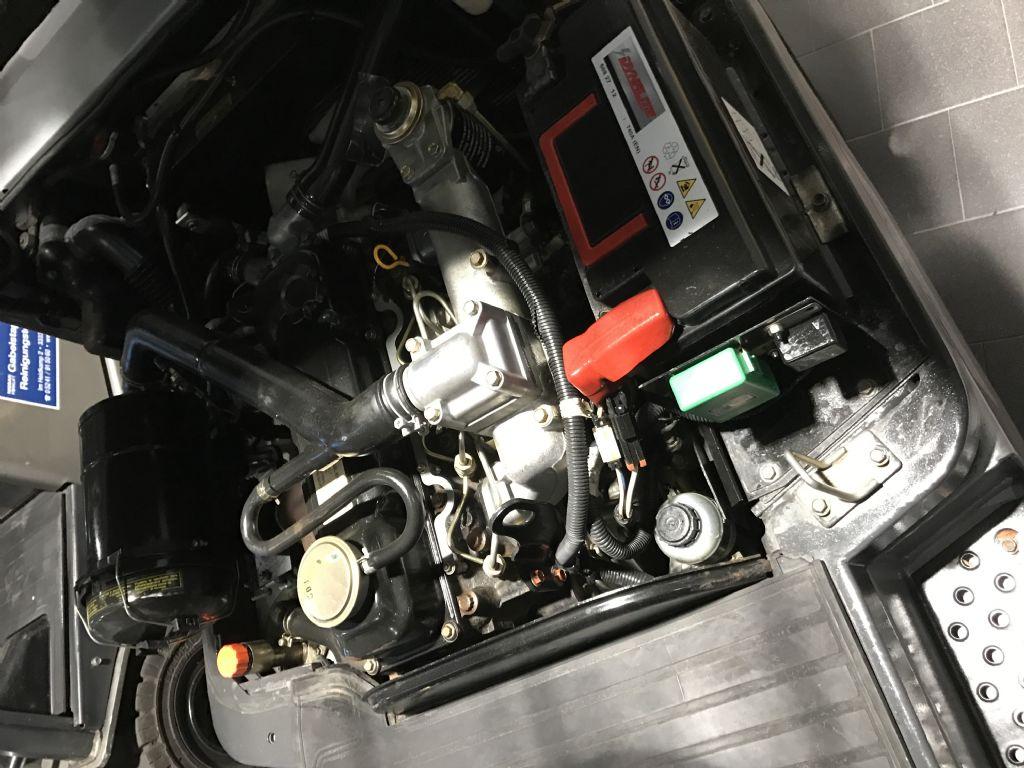 Nissan-FD01L15Q-Dieselstapler-www.frenz-gabelstapler.de
