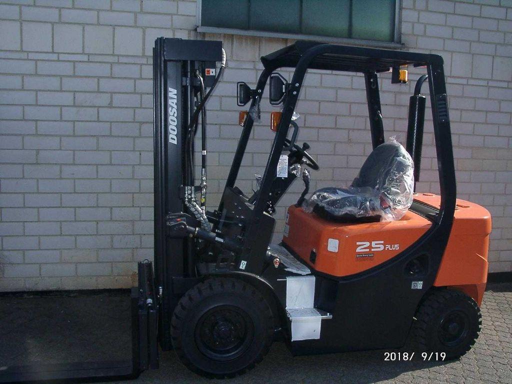 Doosan D25GP Plus Dieselstapler www.graf-gabelstapler.de