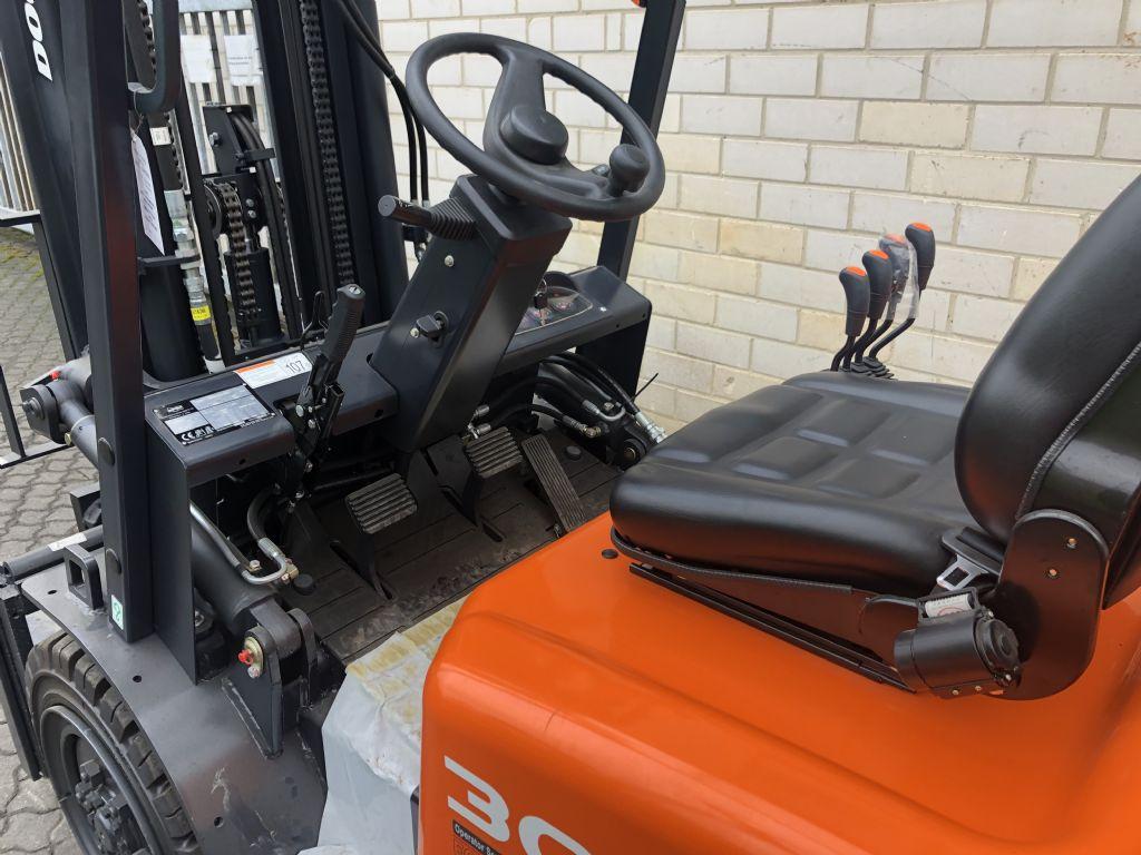 Doosan D 30 GP Dieselstapler www.graf-gabelstapler.de