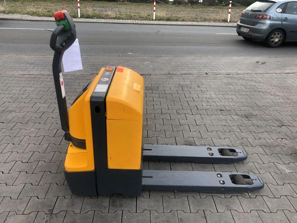 Jungheinrich EJE 220r Batterie Bj 2017 Mit Rampenhub Niederhubwagen www.gst-logistic.com