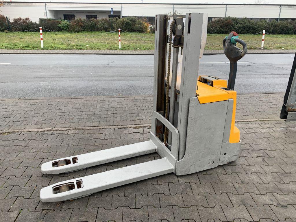 Jungheinrich EJD 220 Baujahr 2016 Betriebsstunden 2077 Fahrzeug hat Rost  Hochhubwagen www.gst-logistic.com