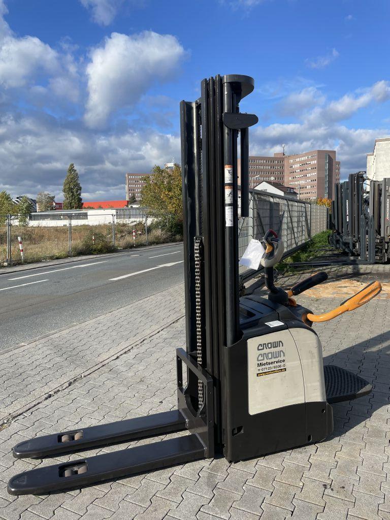 Crown ET4000 1,6 Baujahr 2014 HH 5,4M Stunden 3090 Hochhubwagen www.gst-logistic.com
