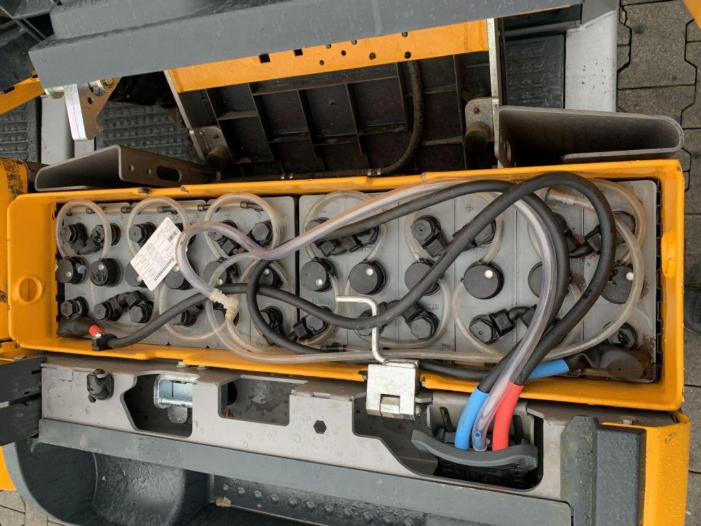 Jungheinrich ECE 220 Baujahr 2017 INKL. ERSATZ Batterie 2017 Niederhubkommissionierer www.gst-logistic.com