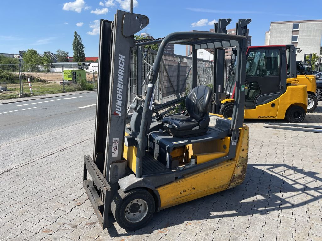 Jungheinrich EFG 220 Baujahr 2008 HH3300 ( Defekt ) Elektro 3 Rad-Stapler www.gst-logistic.com