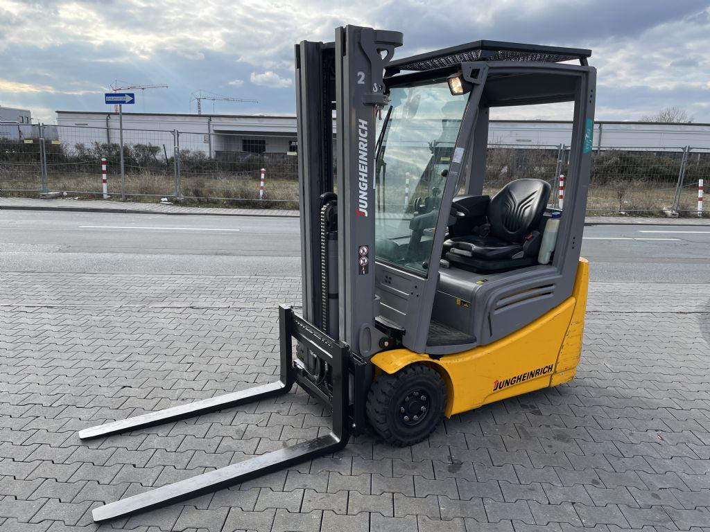 Jungheinrich EFG 213 Baujahr 2018 Hours 700 NEUWERTIG Elektro 3 Rad-Stapler www.gst-logistic.com