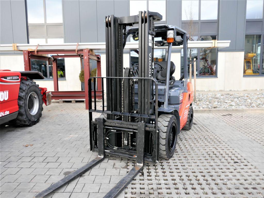 Toyota 02-8FDF30 Dieselstapler www.hanselmann.de