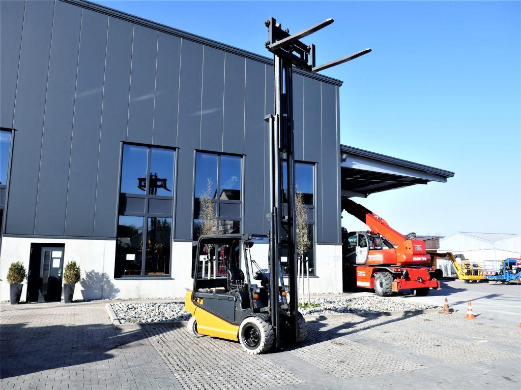 OM XE 50 Elektro 4 Rad-Stapler www.hanselmann.de