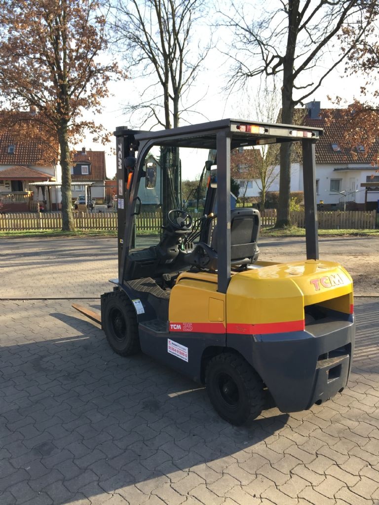 TCM FD25T3 Dieselstapler www.gabelstapler-heckert.de