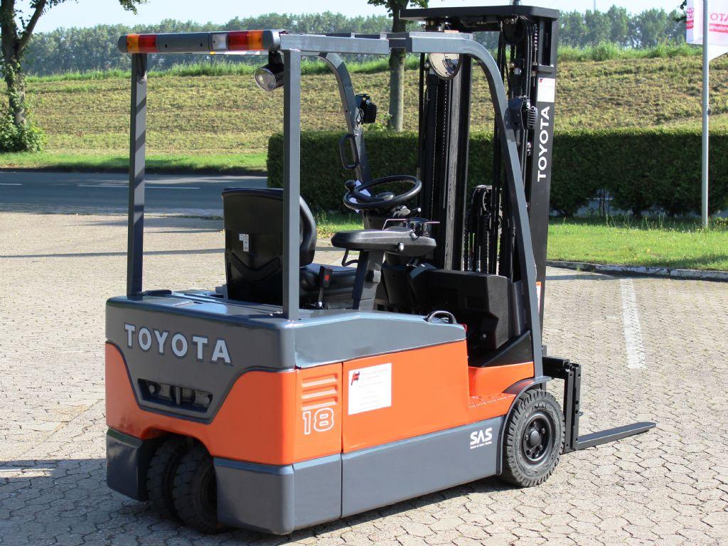 Toyota-7FBEF18-Elektro 3 Rad-Stapler-www.heinbockel-gabelstapler.de