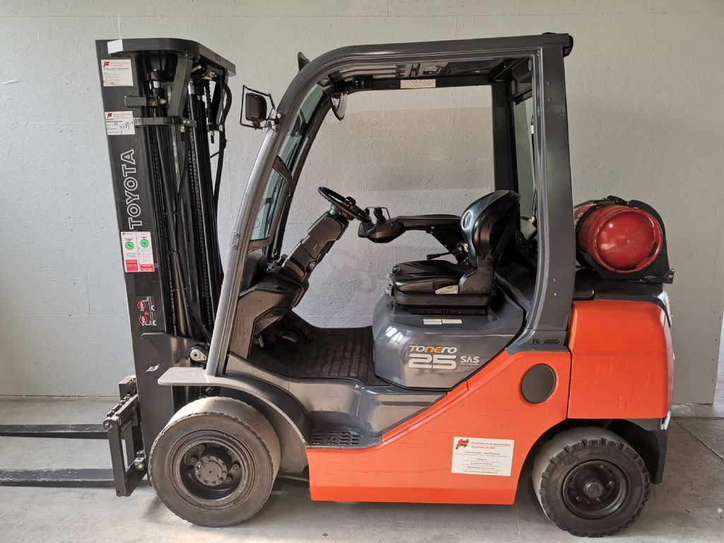 Toyota 02-8FGF25 Treibgasstapler www.heinbockel-gabelstapler.de