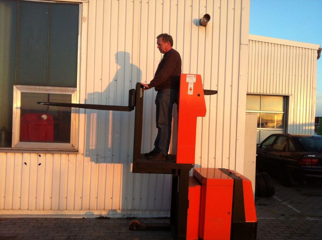 Toyota 7LOP10CF Niederhubkommissionierer www.heinbockel-gabelstapler.de