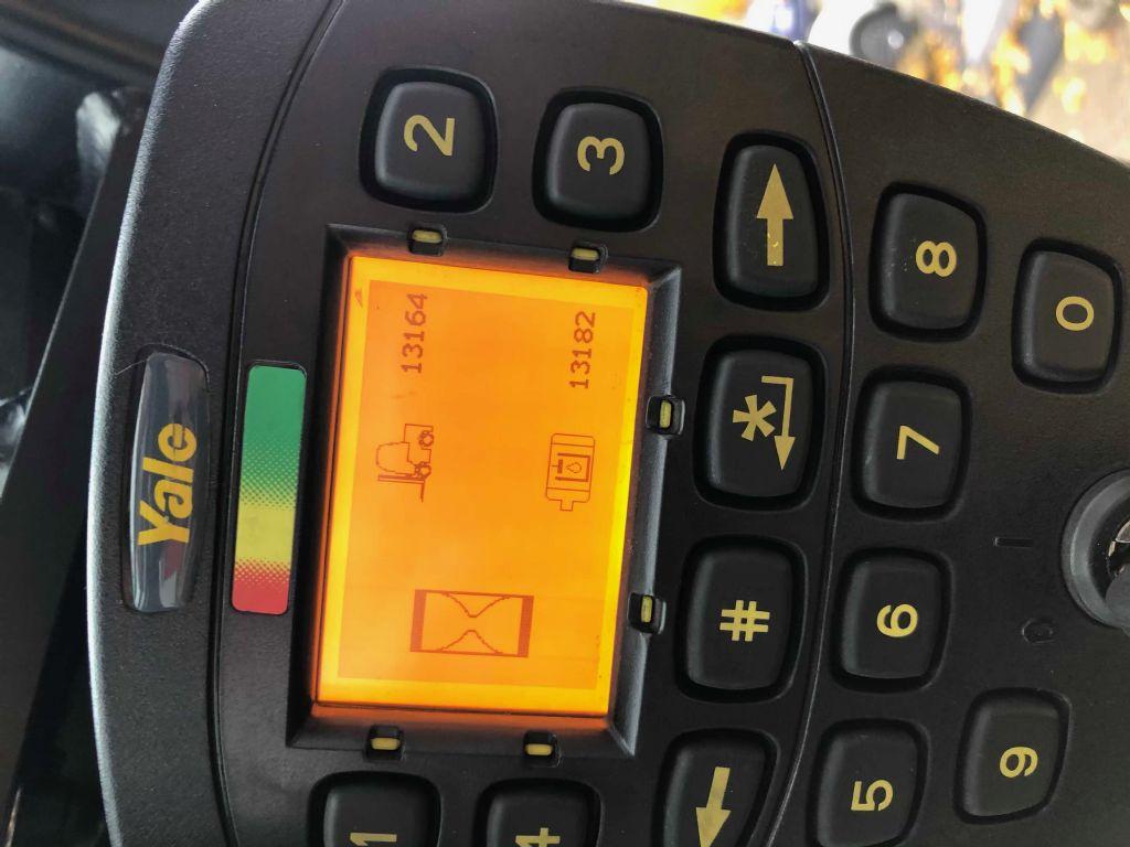 Yale-ERP25VLLWB-Elektro 4 Rad-Stapler-www.herbst-gabelstapler.de