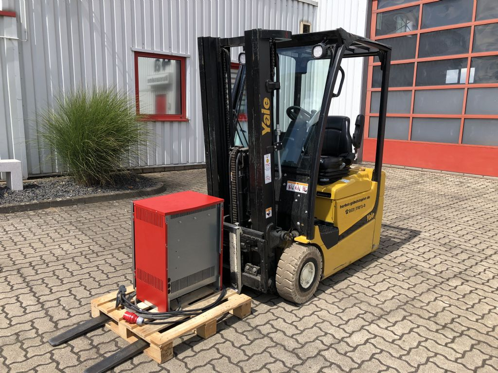 Yale-ERP15VC-Elektro 3 Rad-Stapler-www.herbst-gabelstapler.de
