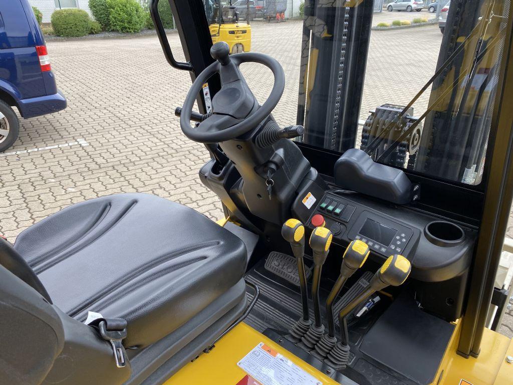 Yale-ERP35UX-Elektro 4 Rad-Stapler-www.herbst-gabelstapler.de