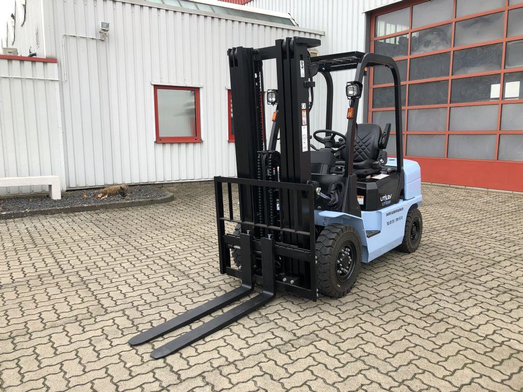 UTILEV-UT25P Diesel-Dieselstapler-www.herbst-gabelstapler.de