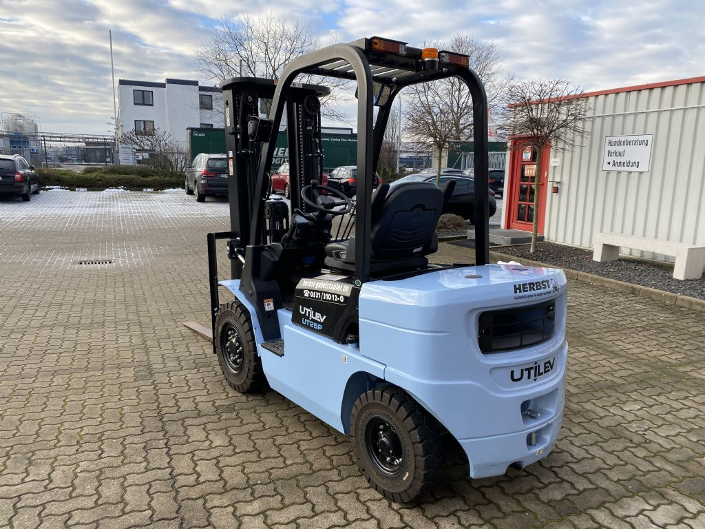 UTILEV-UT25P-Dieselstapler-www.herbst-gabelstapler.de