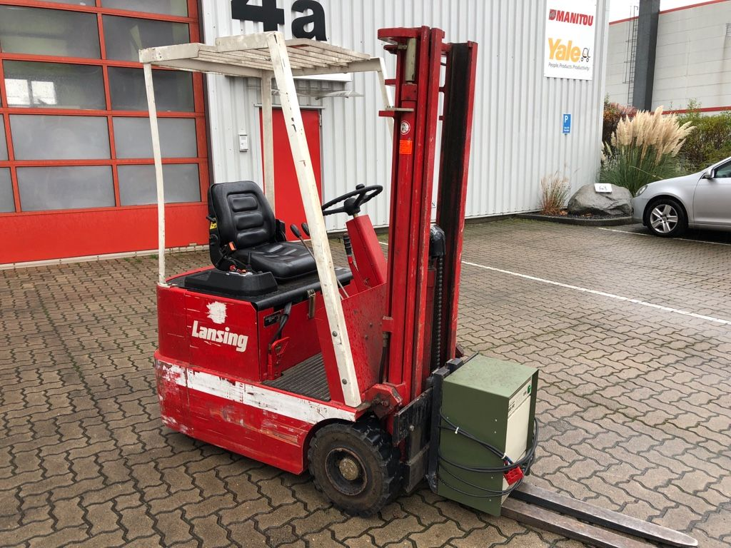 Lansing-EFG 12.5-Elektro 3 Rad-Stapler-www.herbst-gabelstapler.de