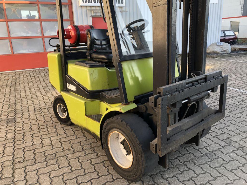 Clark-CGP30-Treibgasstapler-www.herbst-gabelstapler.de