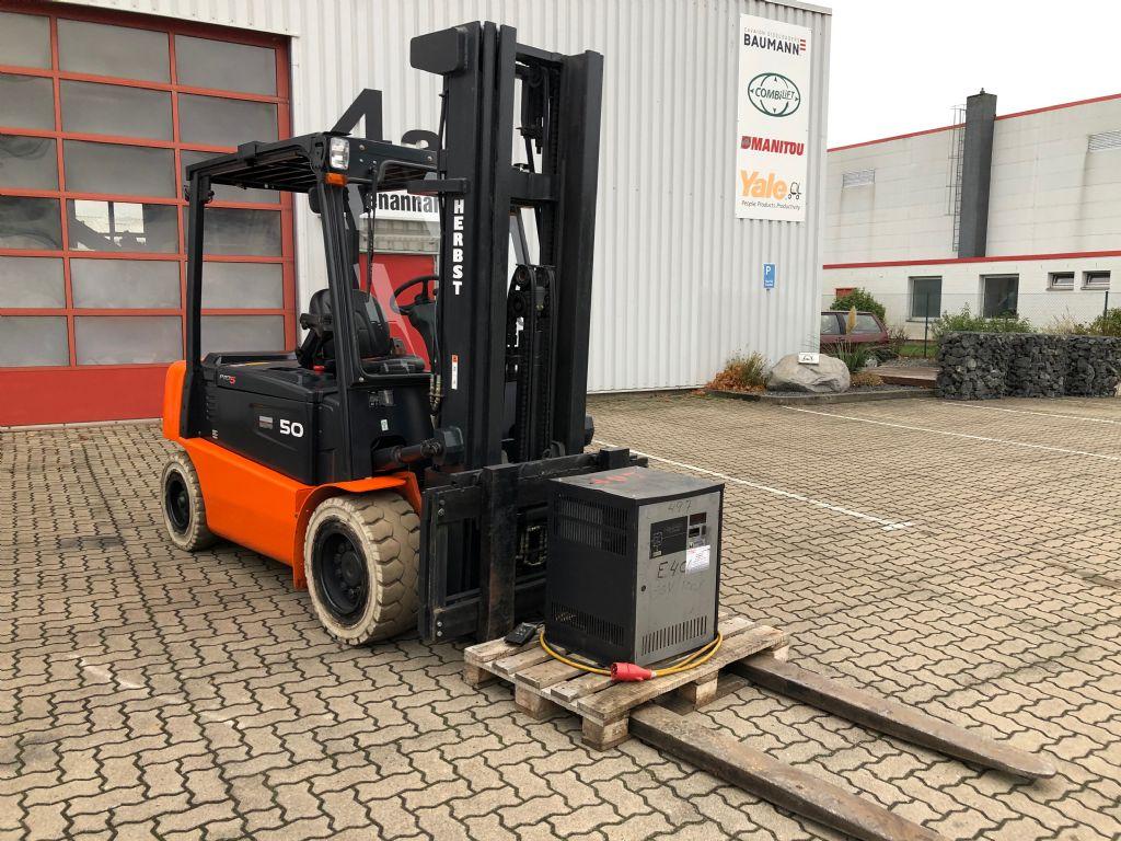 Doosan-B50X-5-Elektro 4 Rad-Stapler-www.herbst-gabelstapler.de