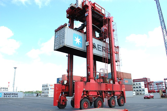 SMV Straddle Carrier Full-container handler www.hinrichs-forklifts.com