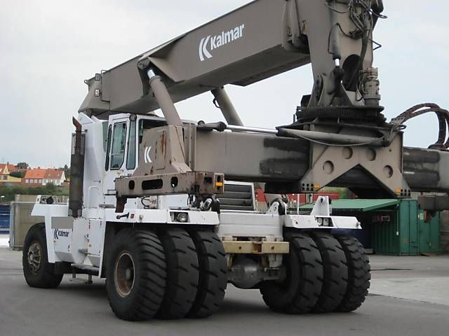 DC35000RS Empty Container Reachstacker www.hinrichs-forklifts.com