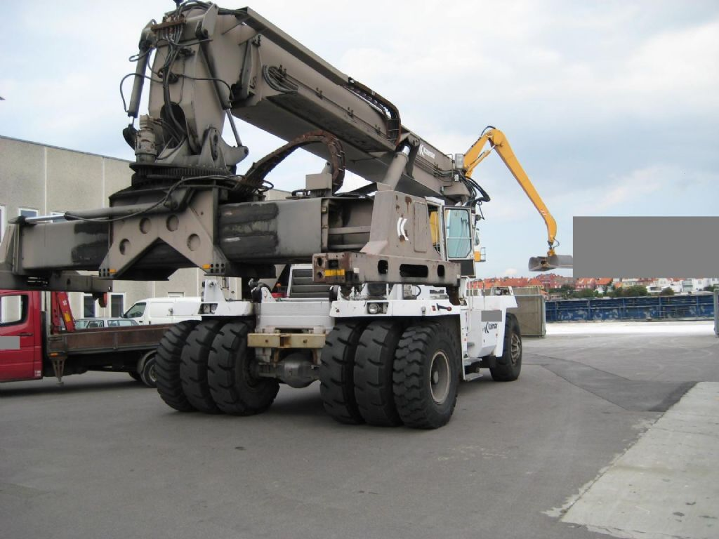 DC35000RS Empty Container Reachstacker