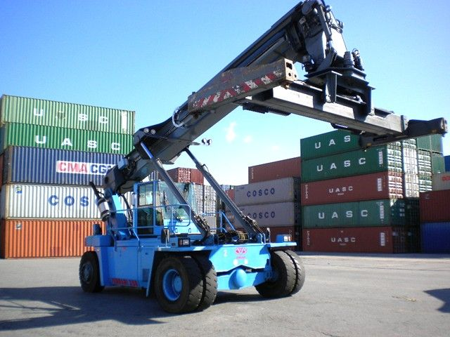 258.6 Empty Container Reachstacker www.hinrichs-forklifts.com