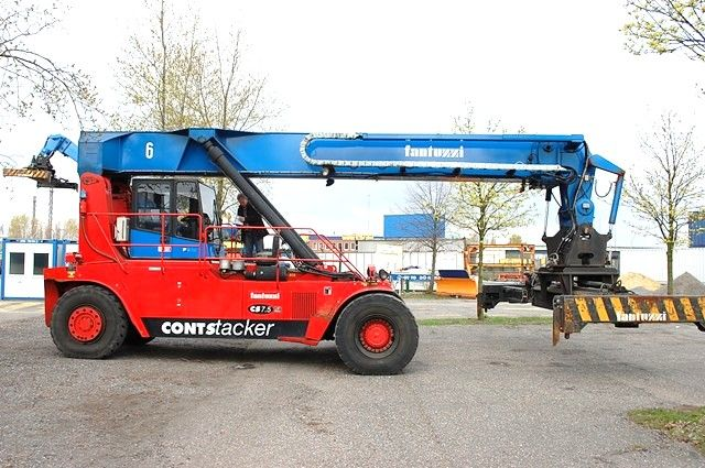 CS7,5-S6 Empty Container Reachstacker www.hinrichs-forklifts.com