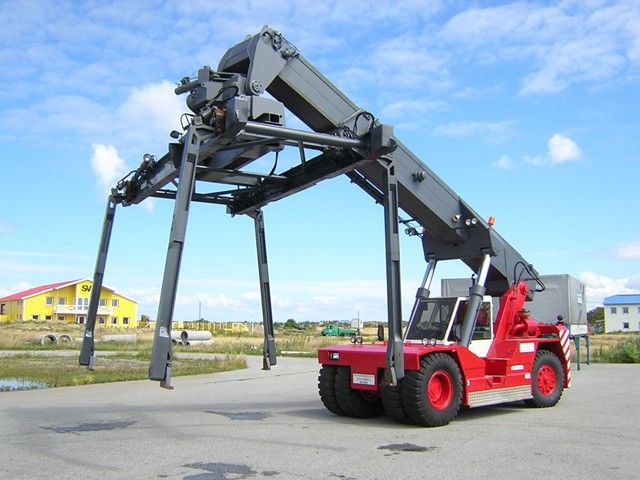 Belotti B36 Empty Container Reachstacker www.hinrichs-forklifts.com