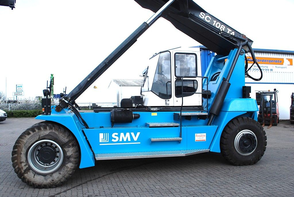 SMV SC108TA6 Empty Container Reachstacker
