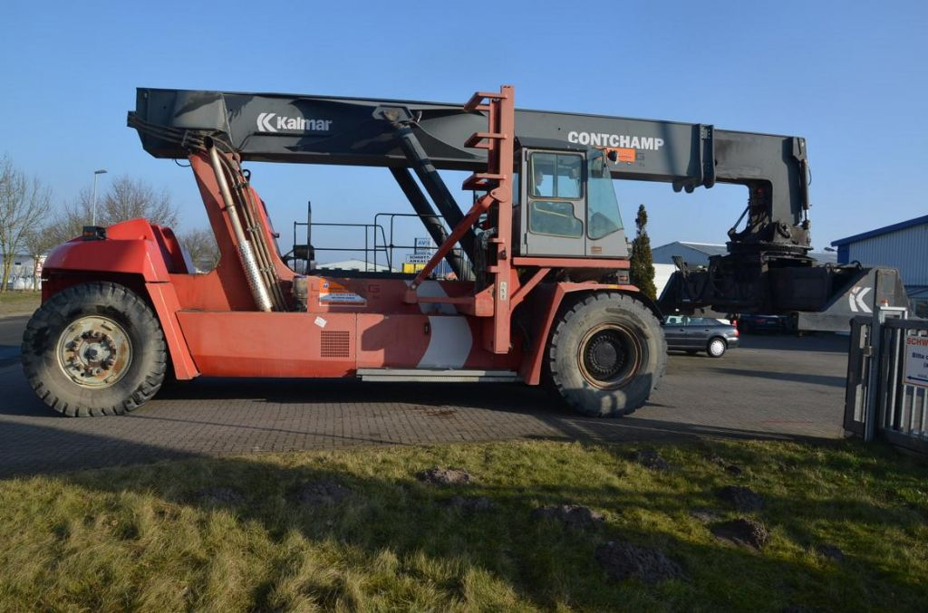 Kalmar DRF450-70C5XS Full-container reach stacker