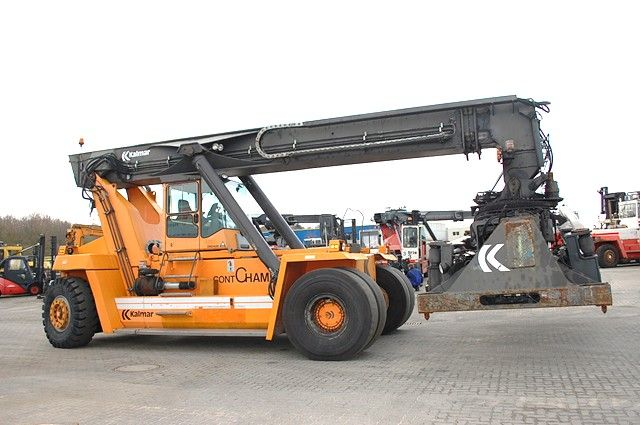 Kalmar DC3760-RC4 Leercontainer Reachstacker www.hinrichs-forklifts.com