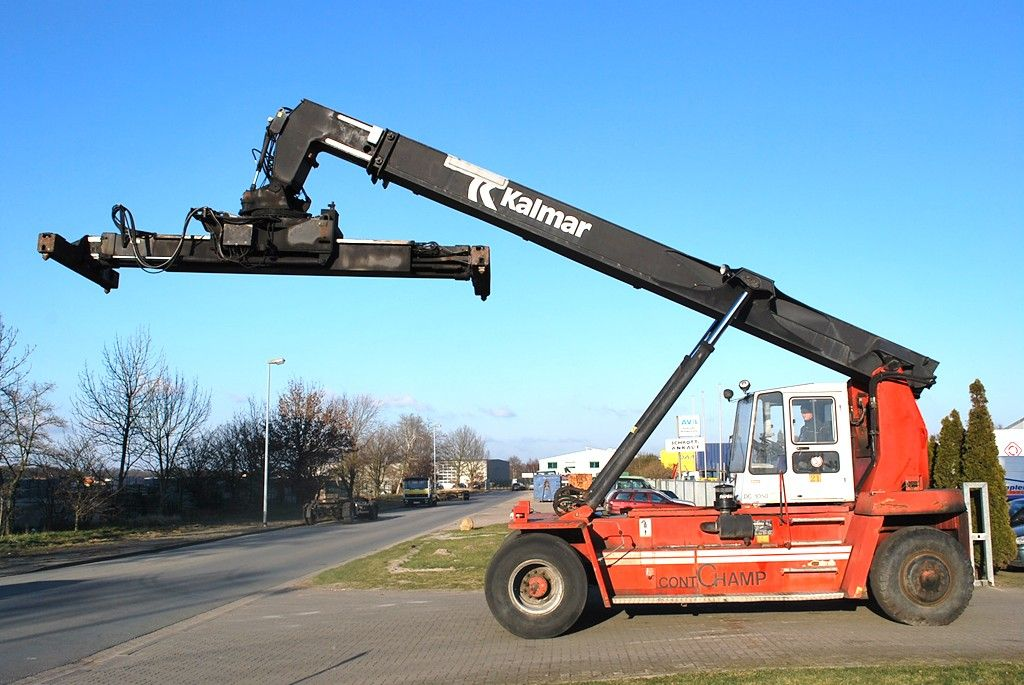Kalmar DC1050RS6 Leercontainer Reachstacker www.hinrichs-forklifts.com