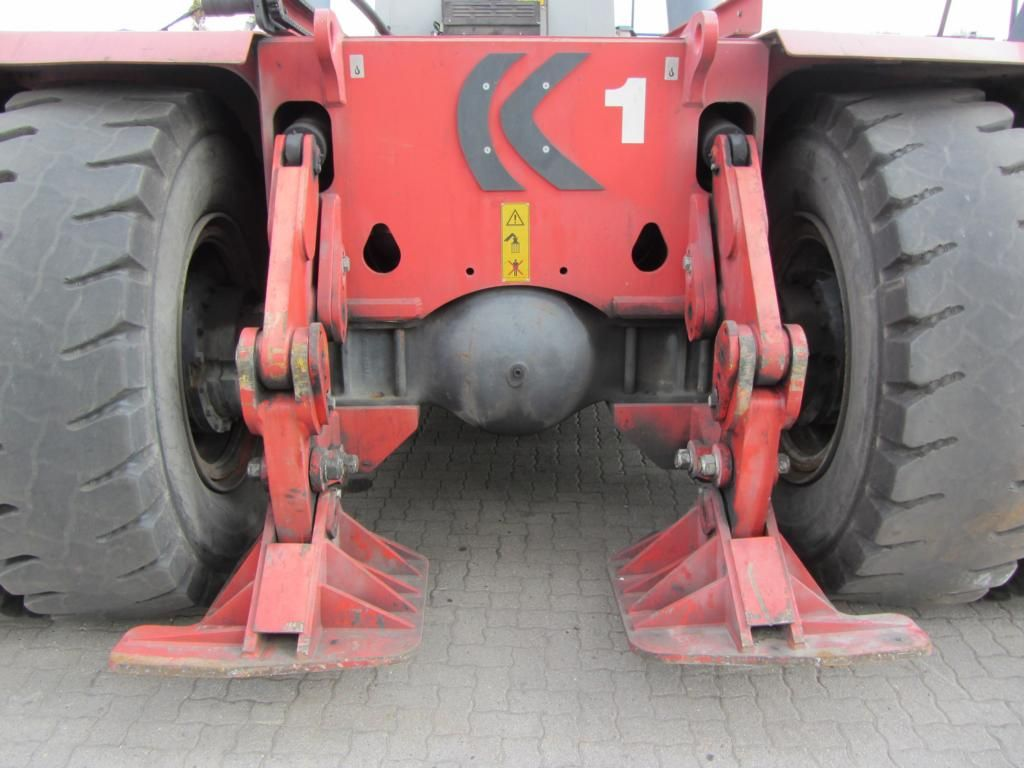 Kalmar DRF450-70S5XS Full-container reach stacker
